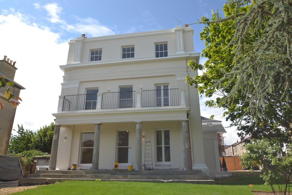 2 Bedrooms Apartment Flat for sale in Castle Street, Ryde
