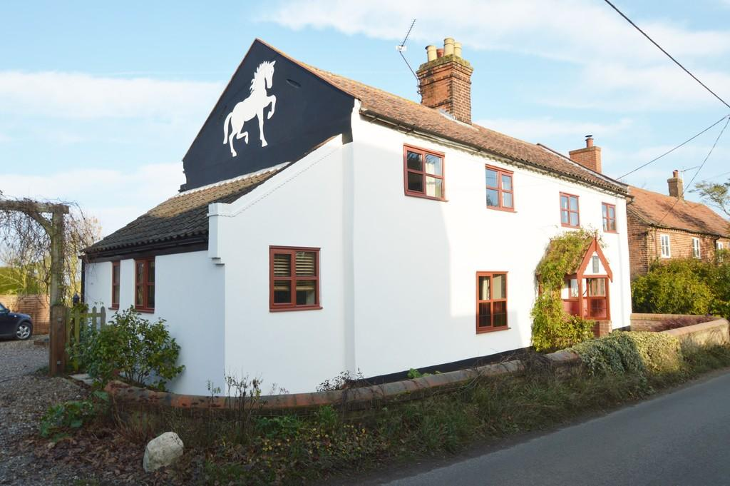 5 Bedrooms Detached House for sale in Happisburgh Road, White Horse Common