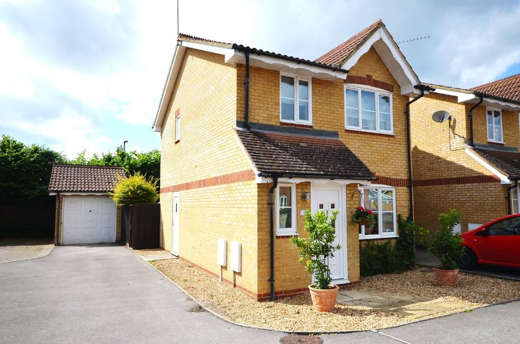 3 Bedrooms Detached House for sale in The Gardens, Tongham