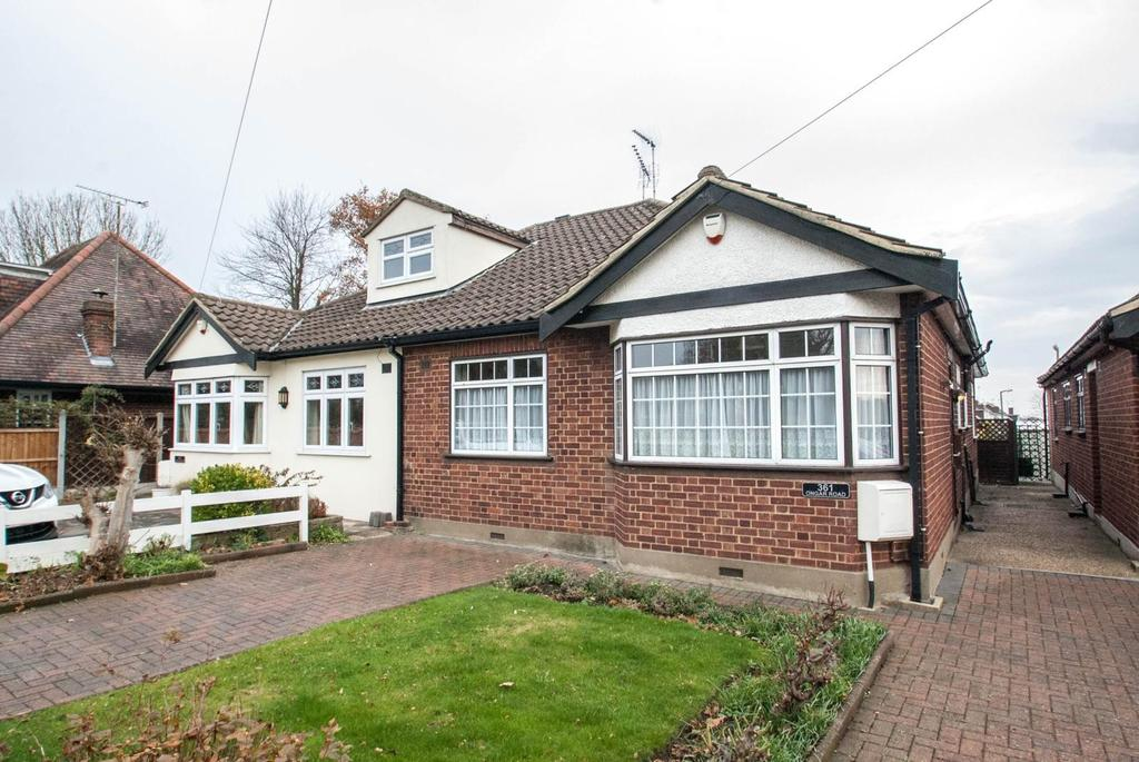 3 Bedrooms Semi Detached Bungalow for sale in Ongar Road, Pilgrims Hatch, Brentwood, Essex, CM15
