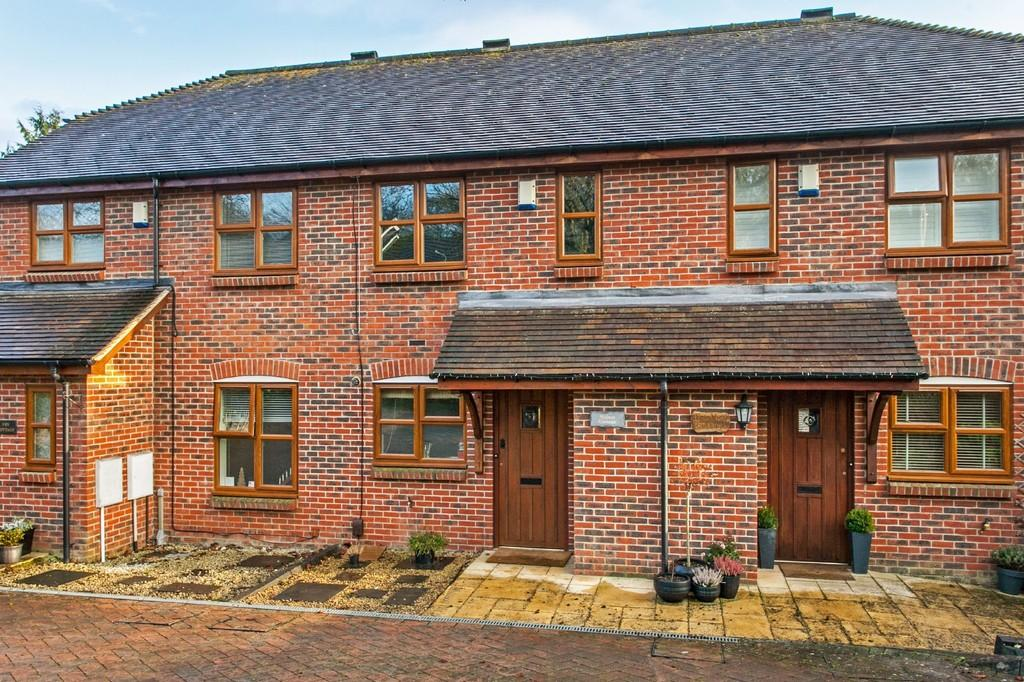 2 Bedrooms Cottage House for sale in Walnut Cottage, The Pastures, Kings Worthy