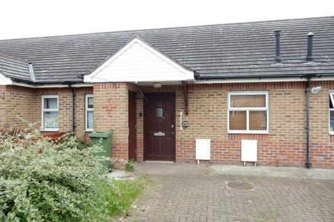 1 bedroom terraced bungalow to rent - Baron Road, Dagenham, Essex, RM8 1UB