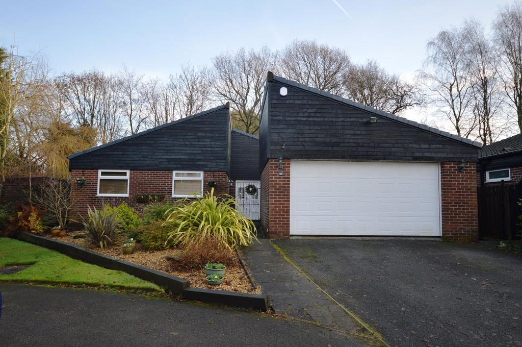 3 Bedrooms Detached Bungalow for sale in Woodlands Drive, Thelwall, Cheshire