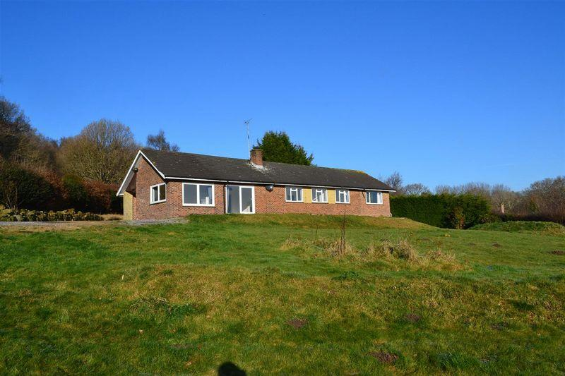 4 Bedrooms Detached Bungalow for sale in Sandy Lane, Colemans Hatch