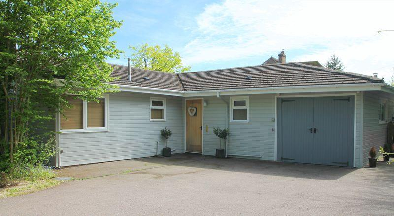 4 Bedrooms Detached Bungalow for sale in Lyminge (Outskirts)