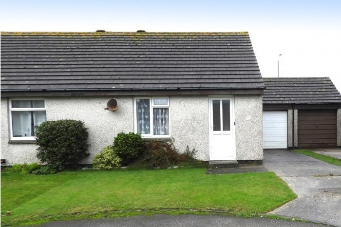 2 Bedrooms Bungalow for sale in 12 CHYTROOSE CLOSE, HELSTON, TR13