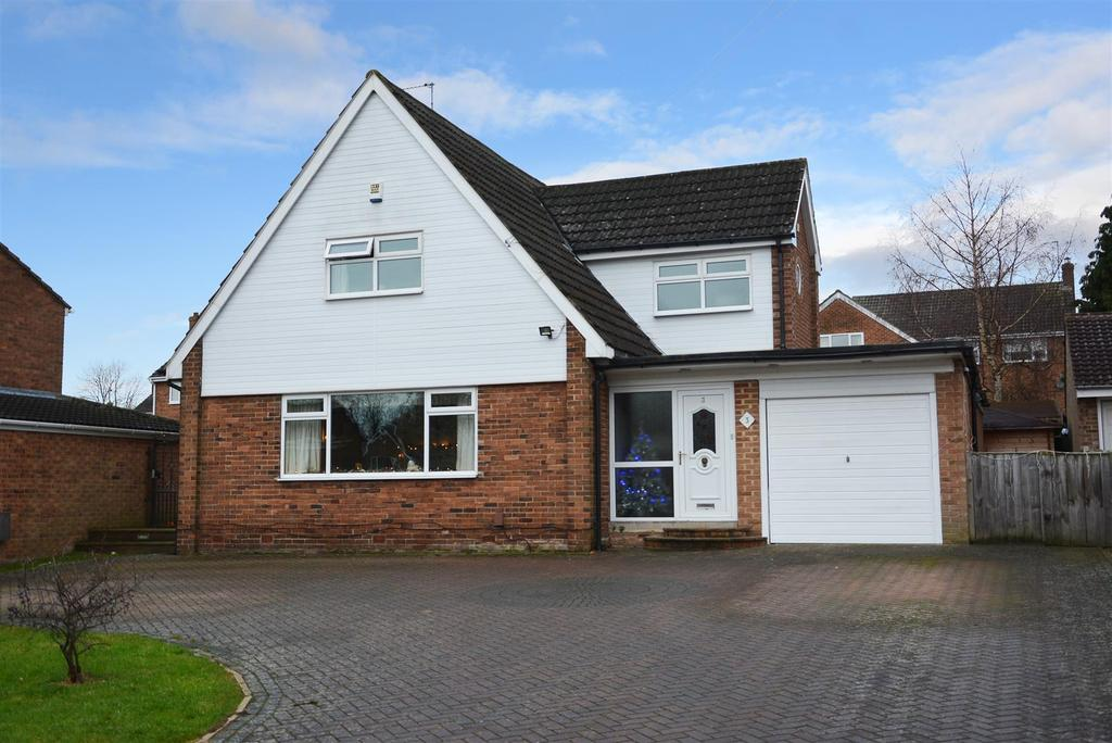 4 Bedrooms Detached House for sale in Argyll Close, Horsforth
