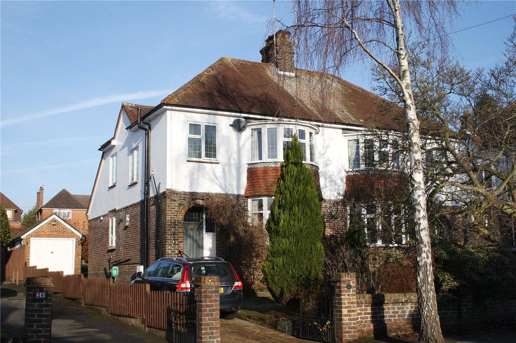 3 Bedrooms Semi Detached House for sale in Woodbury Avenue, Petersfield, Hampshire, GU32