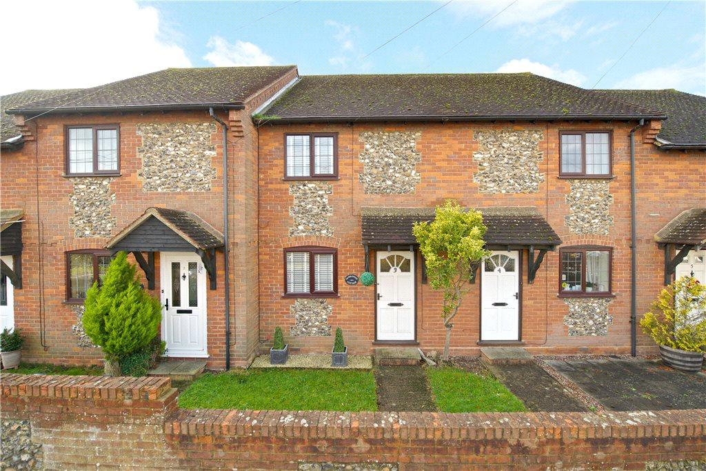 2 Bedrooms Terraced House for sale in The Green, Longwick, Princes Risborough, Buckinghamshire