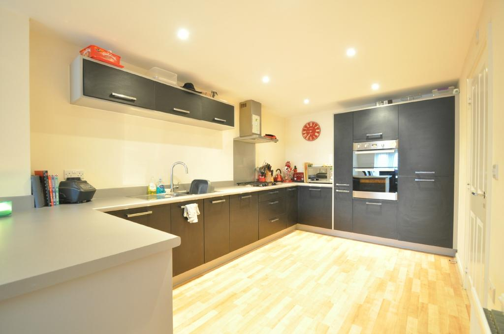 3 Bedrooms Town House for sale in White's Way, Hedge End, Southampton, Hampshire, SO30 2GL