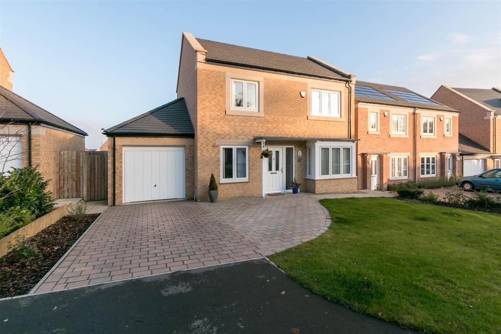 3 Bedrooms Detached House for sale in Beechwood Drive, Prudhoe, Northumberland