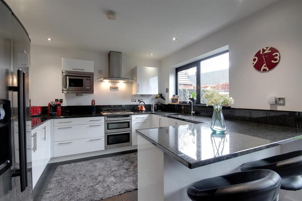 4 Bedrooms Detached House for sale in Nelson Court, Welton, Brough