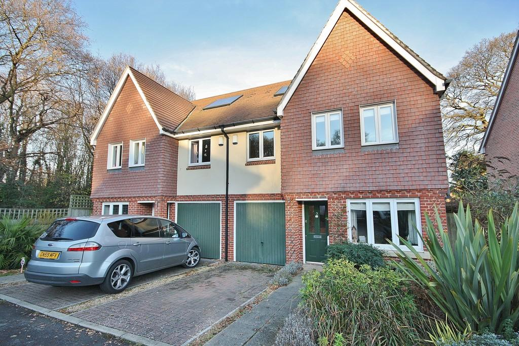 4 Bedrooms Semi Detached House for sale in St. John's, Surrey
