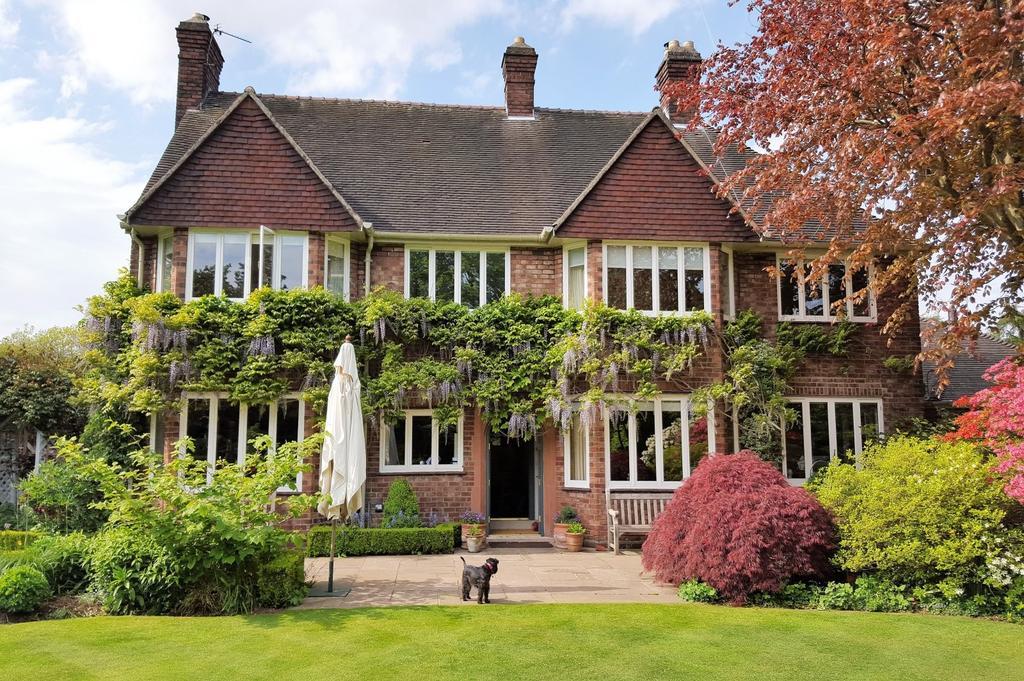 6 Bedrooms Detached House for sale in Delphfields Road, Appleton, Warrington