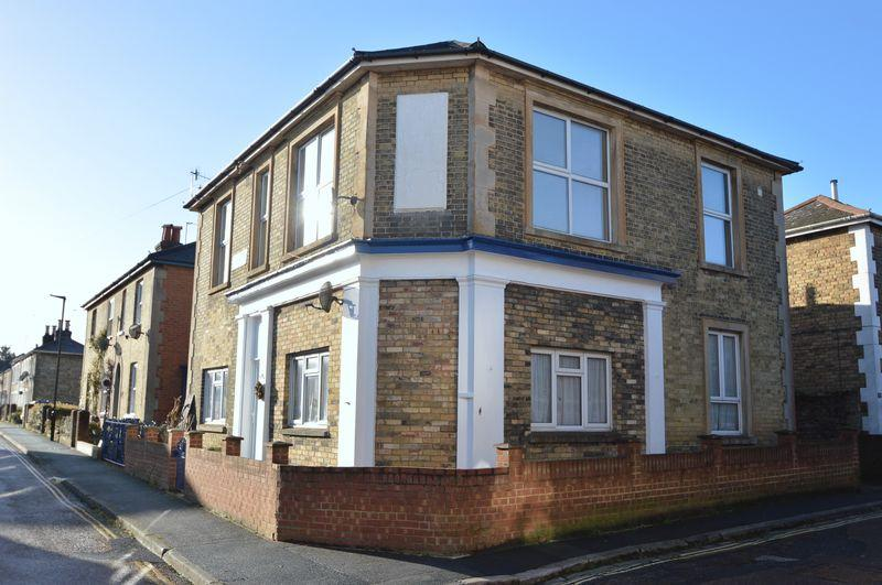 3 Bedrooms Apartment Flat for sale in CENTRAL RYDE