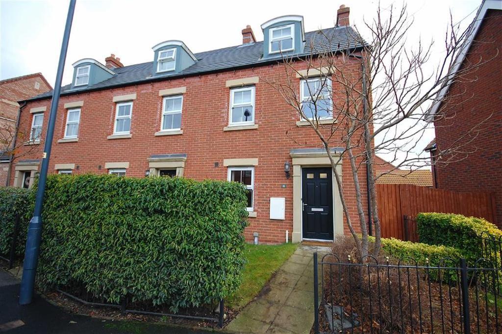 3 Bedrooms Town House for sale in Moorland Road, Sherburn In Elmet, Leeds, LS25