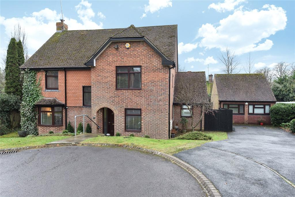 5 Bedrooms Detached House for sale in Hughes Close, Marlborough, Wiltshire