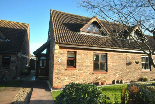 2 Bedrooms Semi Detached House for sale in Meadow View, CLEETHORPES