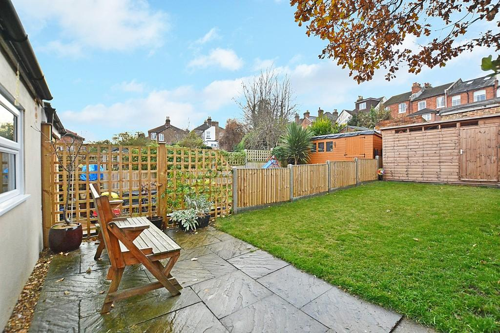 3 Bedrooms End Of Terrace House for sale in Guildford Park Road, Guildford