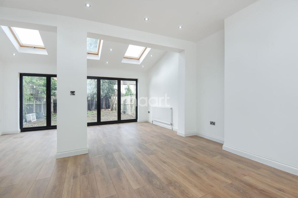 4 Bedrooms Semi Detached House for sale in Brigstock Road, Thornton Heath, CR7