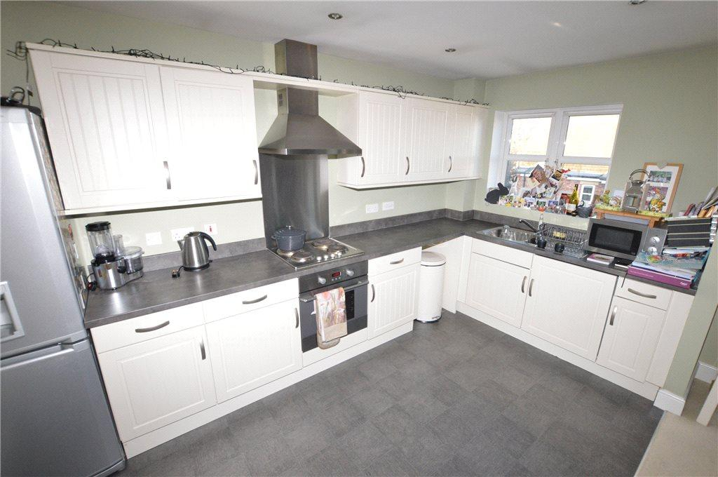 2 Bedrooms Apartment Flat for sale in Royal Troon Drive, Wakefield, West Yorkshire