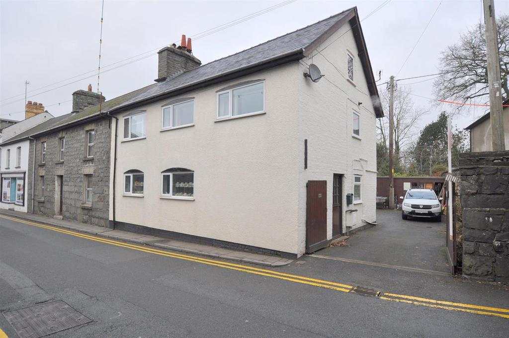 4 Bedrooms Semi Detached House for sale in South Street, Rhayader