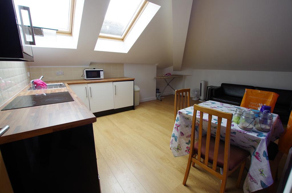 2 Bedrooms Flat
