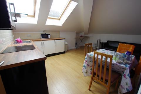 2 bedroom flat to rent - CLAREMONT, BRADFORD, BD7 1BG