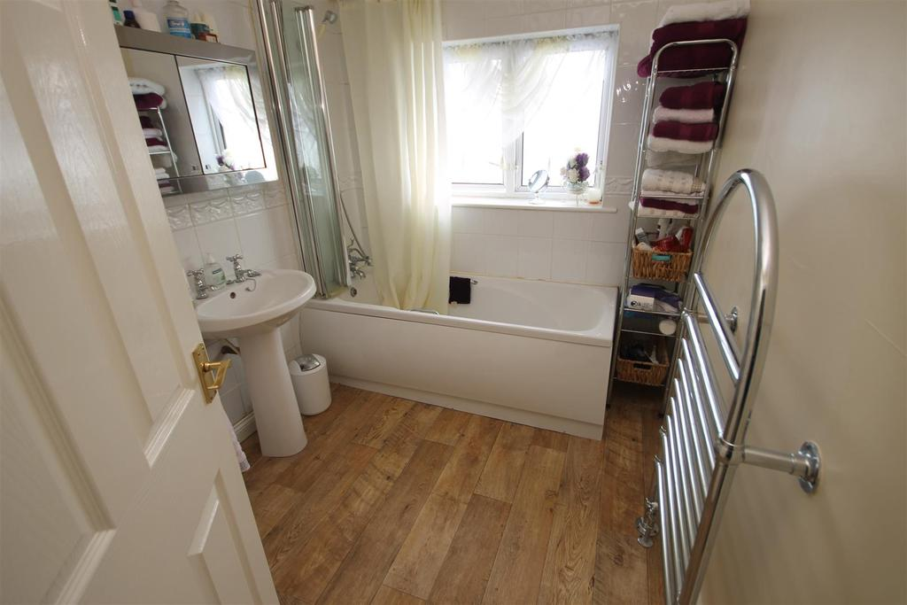 3 Bedrooms Semi Detached House for sale in Commondale Drive, Hartlepool