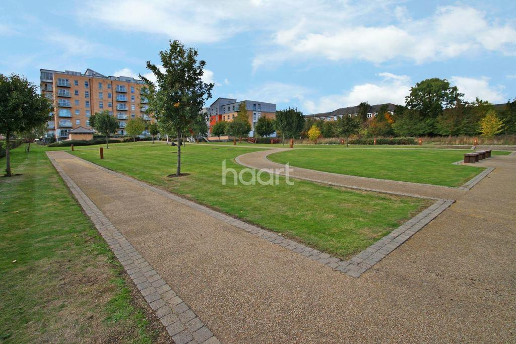 2 Bedrooms Flat for sale in Queen Mary Avenue, South Woodford, E18