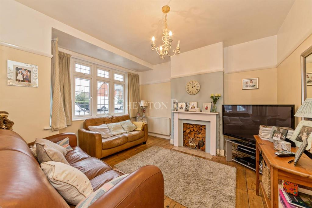 3 Bedrooms Terraced House for sale in Tomswood Hill