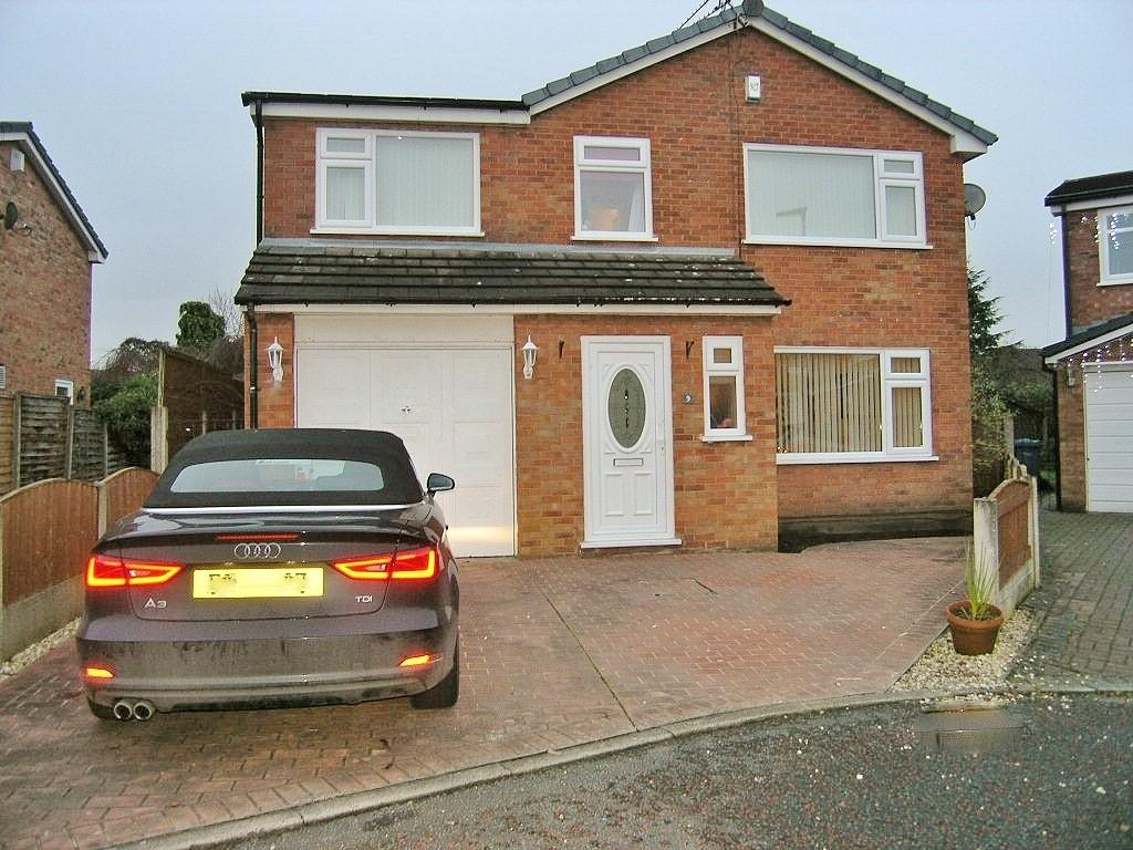 4 Bedrooms Detached House for sale in Durham Close, Woolston, Warrington