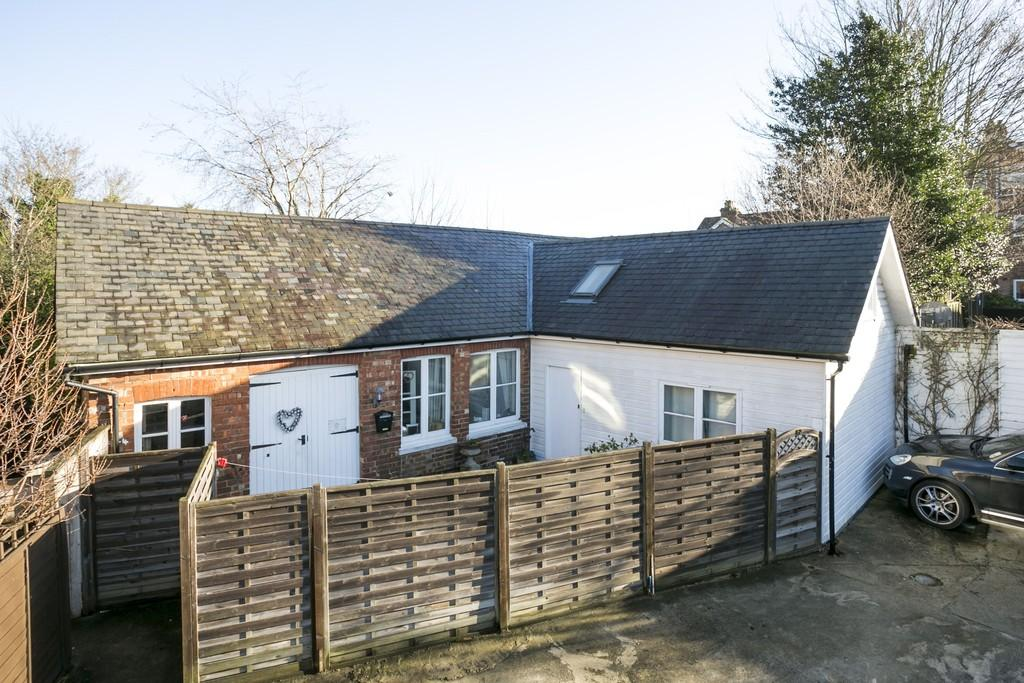 2 Bedrooms Detached Bungalow for sale in Silverdale Lane, Tunbridge Wells