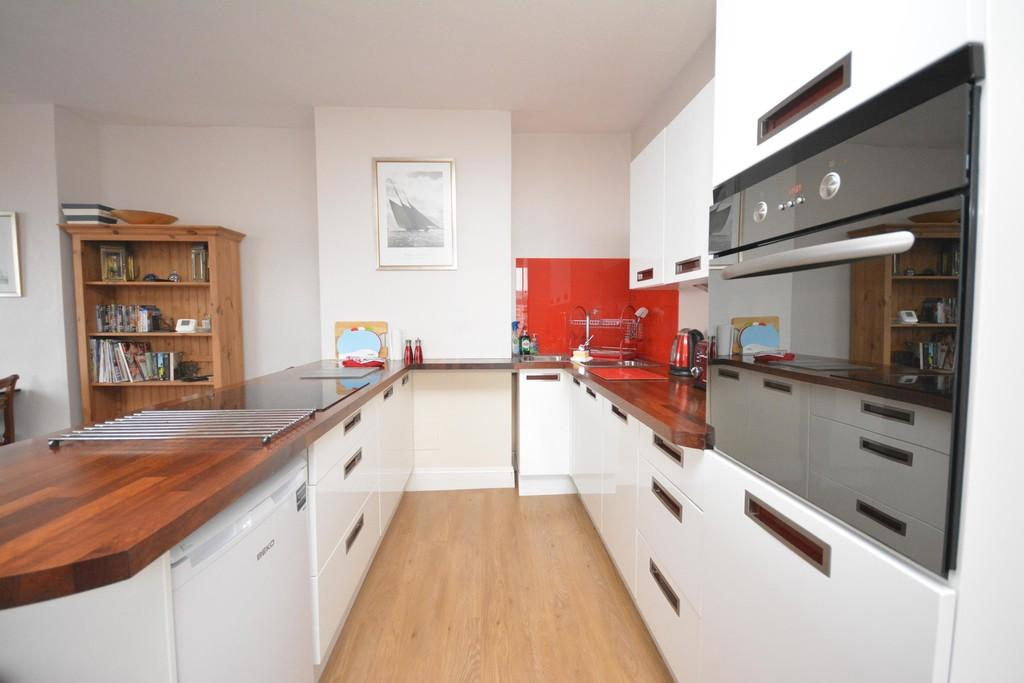 2 Bedrooms Apartment Flat for sale in Birmingham Road, Cowes