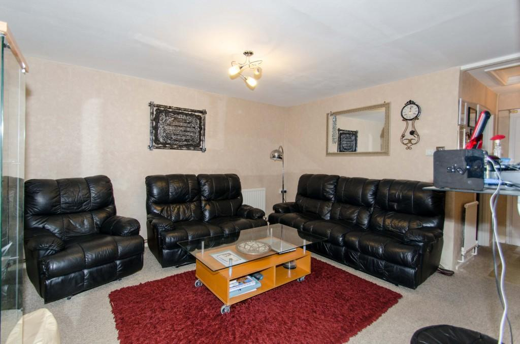 2 Bedrooms Bungalow for sale in Shakespeare close, Harrow, HA3