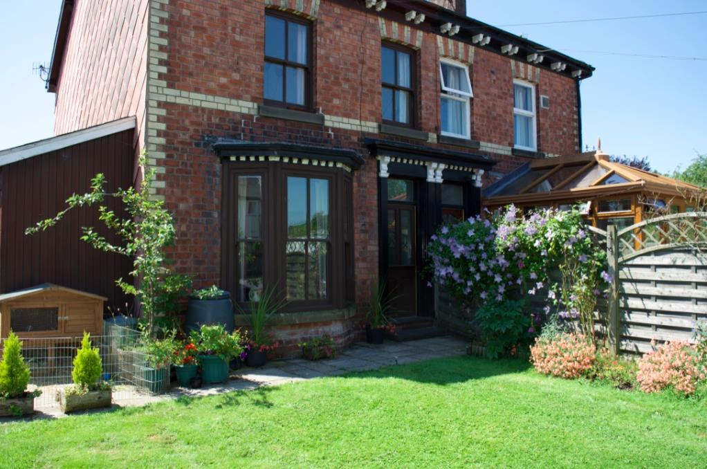 4 Bedrooms Semi Detached House for sale in Gorn Road, Llanidloes