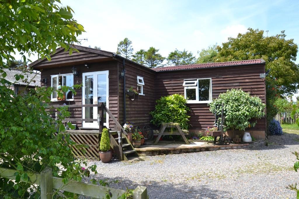2 Bedrooms Detached Bungalow for sale in Edgefield