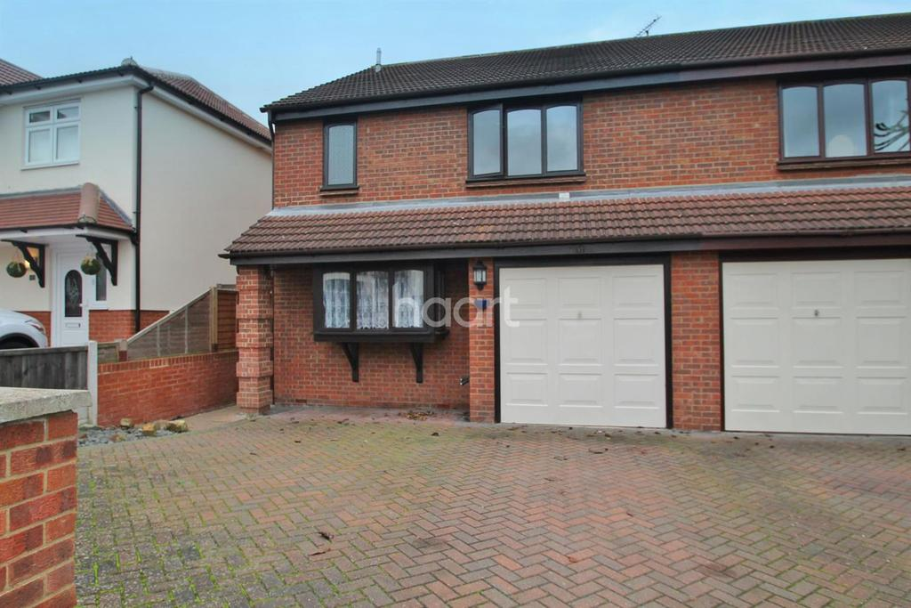3 Bedrooms Semi Detached House for sale in Holyrood Drive