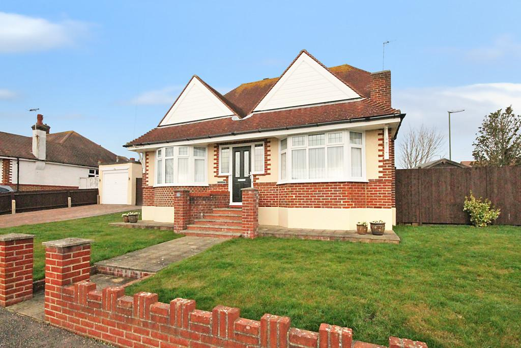 4 Bedrooms Detached House for sale in Downland Avenue, Southwick, BN42 4RX