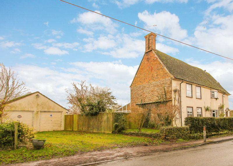 5 Bedrooms Detached House for sale in Main Street, East Hanney