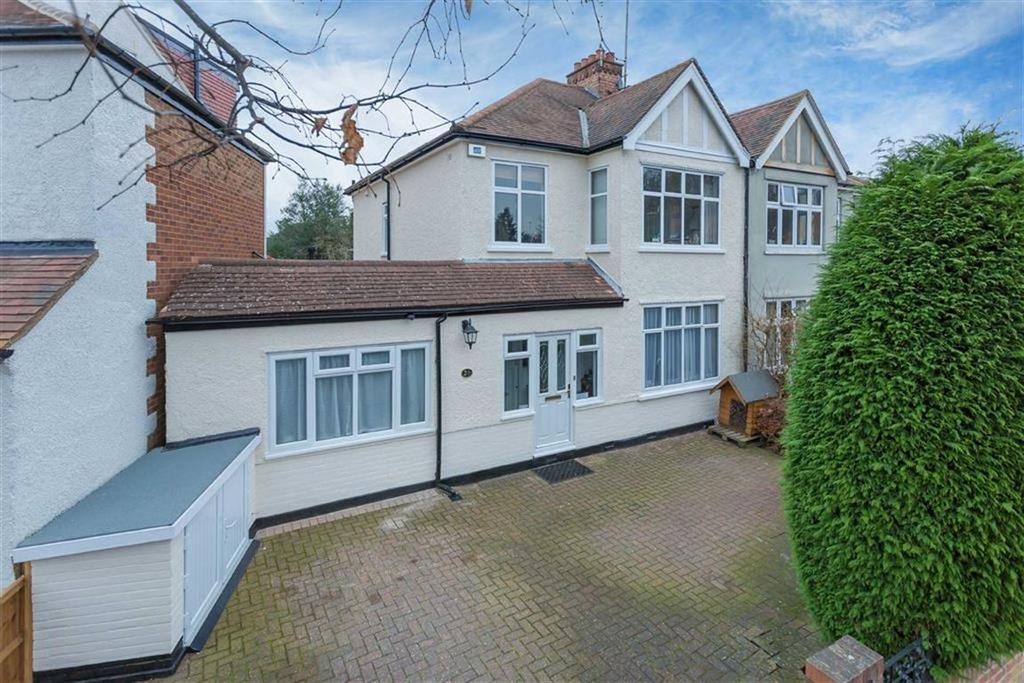 3 Bedrooms Semi Detached House for sale in Barrow Point Avenue, Pinner Village, Middlesex