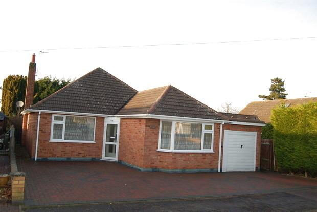 3 Bedrooms Bungalow for sale in Grasmere Road, Wigston, Leicester, LE18