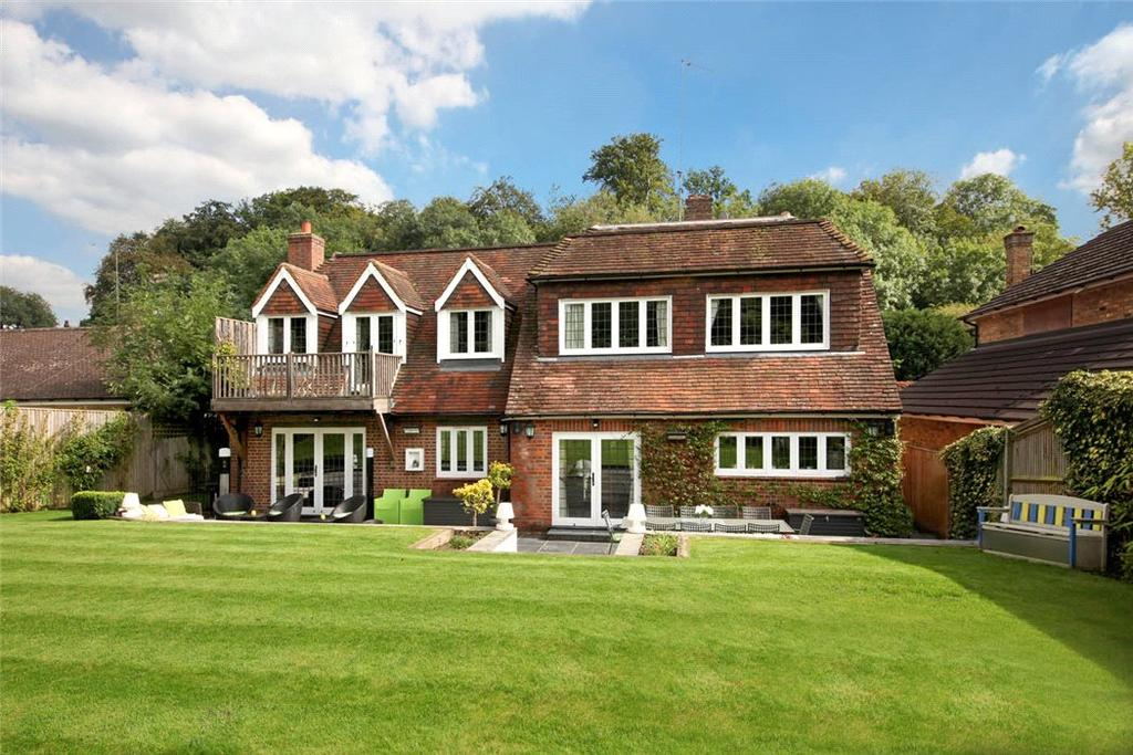 4 Bedrooms Detached House for sale in Cherry Drive, Forty Green, Beaconsfield, Buckinghamshire, HP9