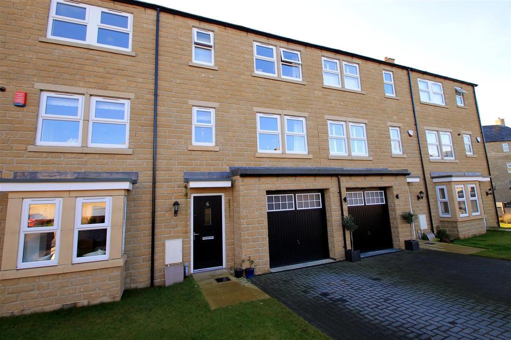 4 Bedrooms Terraced House for sale in Tweedales Court, Guiseley, Leeds
