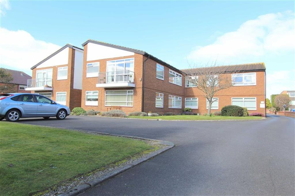 2 Bedrooms Apartment Flat for sale in St Annes Road East, Lytham St Annes, Lancashire