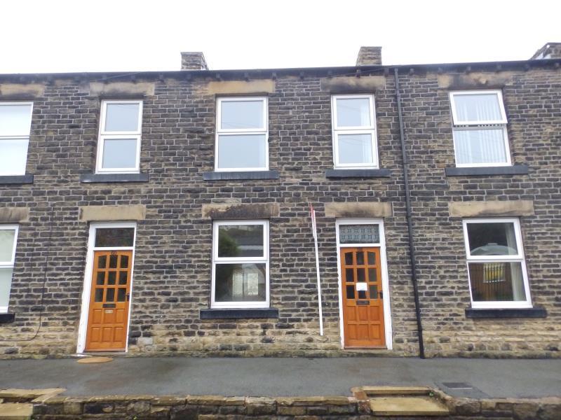 2 Bedrooms End Of Terrace House for sale in OAKS ROAD, BATLEY, WF17 6LT