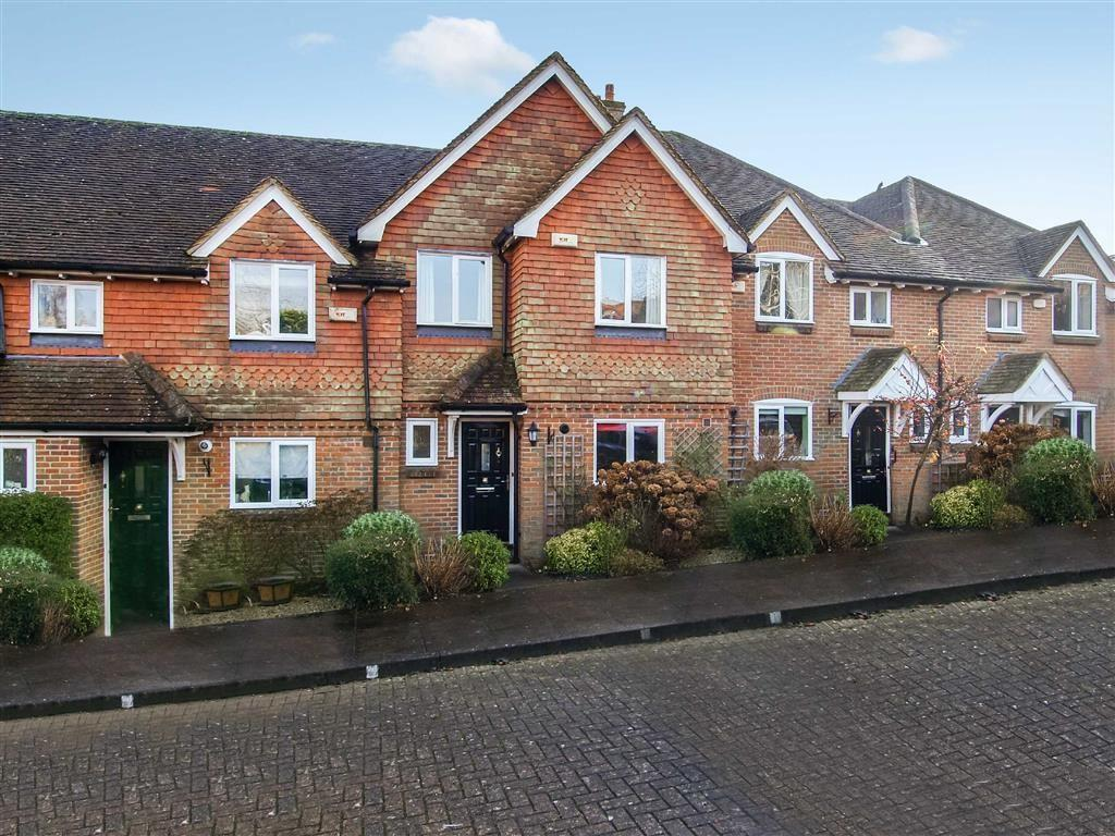 2 Bedrooms Town House for sale in Collards Gate, Haslemere, Surrey, GU27