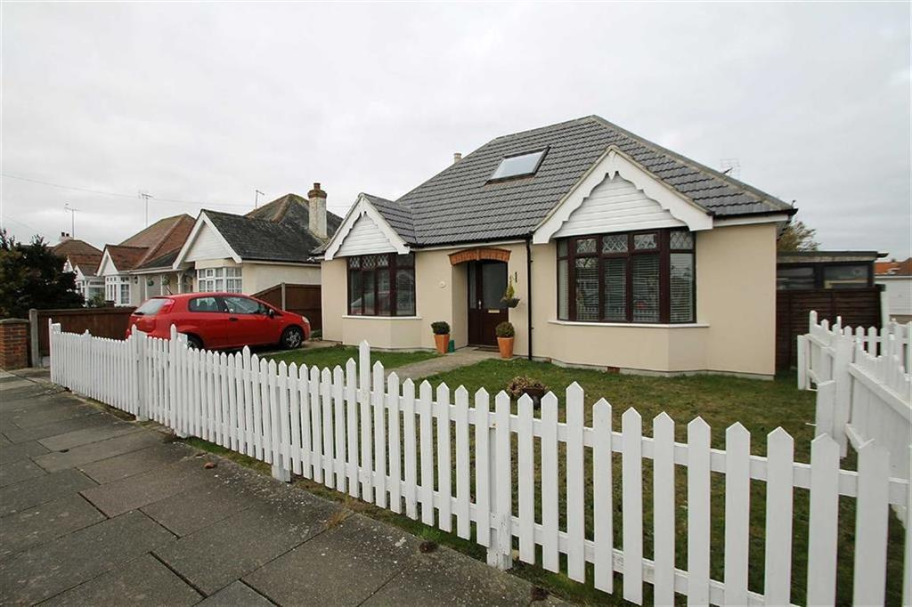 3 Bedrooms Detached Bungalow for sale in Salisbury Road, Holland-on-Sea