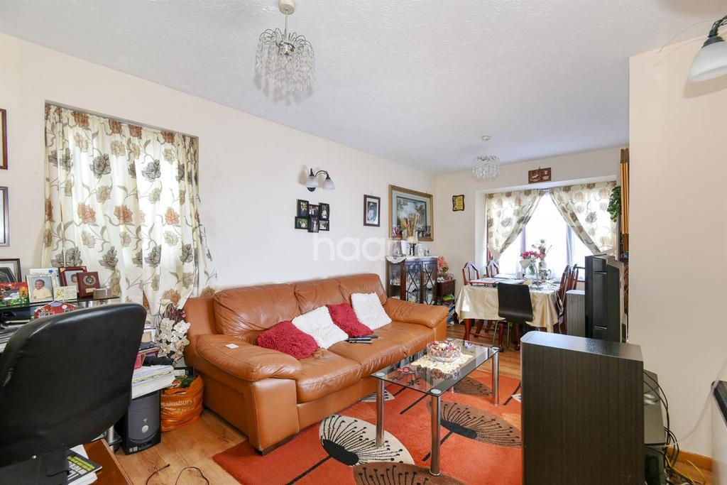 2 Bedrooms Flat for sale in Castle court, Champion Road, SE26