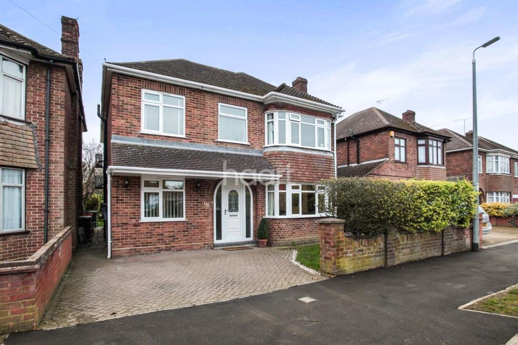 5 Bedrooms Detached House for sale in Douglas Cresent